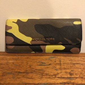 Michael Kors Camo Jet Set Saffiano Leather Wallet